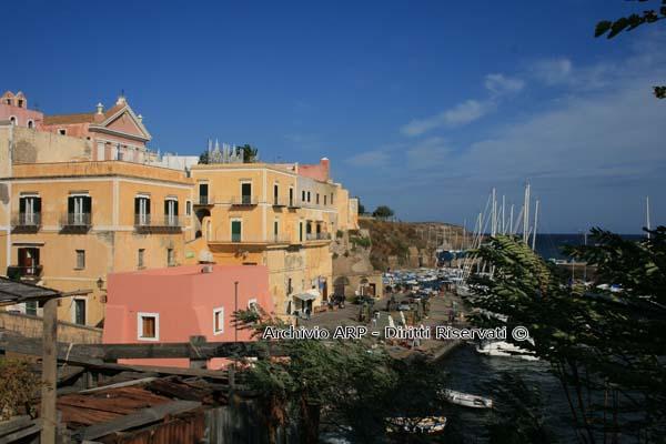 Veduta del porto romano - Ventotene
