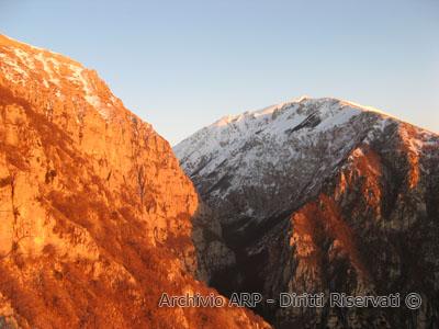 Vette innevate al tramonto - Val di Teve