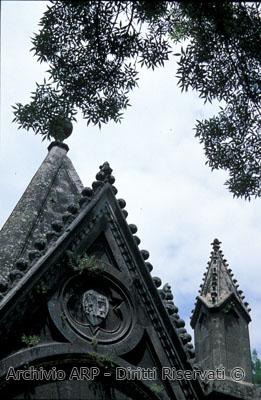 Particolare del mausoleo di Edoardo Cahen - Bosco del Sasseto
