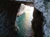 Una grotta sul mare
