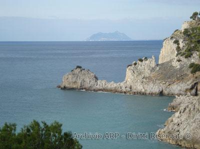 Punta Capovento e Monte Circeo sullo sfondo